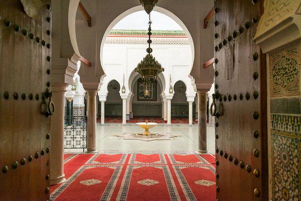 al-quaraouiyine-mosque-and-university-in-fes-stefan-cristian-cioata
